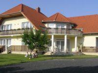 Szalóky Apartmanház Gyenesdiás - Szallas.hu