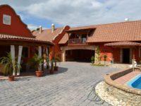Villa Medici Vendégház Kiskőrös - Szallas.hu